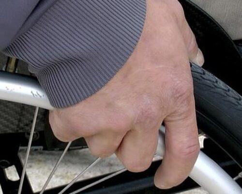 Barrieren mit einem Rollstuhllift verschwinden lassen